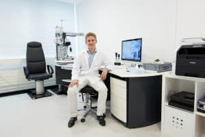 Augenuntersuchung mit Dr. Richard Nagy