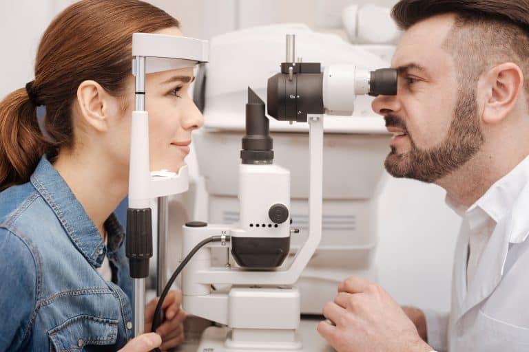 Augenuntersuchung bei Herpes